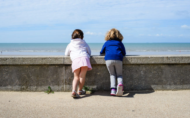 Kids watching the sea